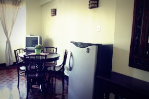 dining area, tv, ref